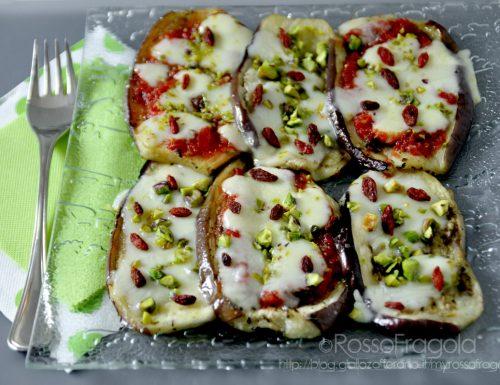 Pizzette di melanzane con pistacchi e Bacche di Goji