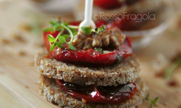 Antipasti Mini torrette con pomodori e noci
