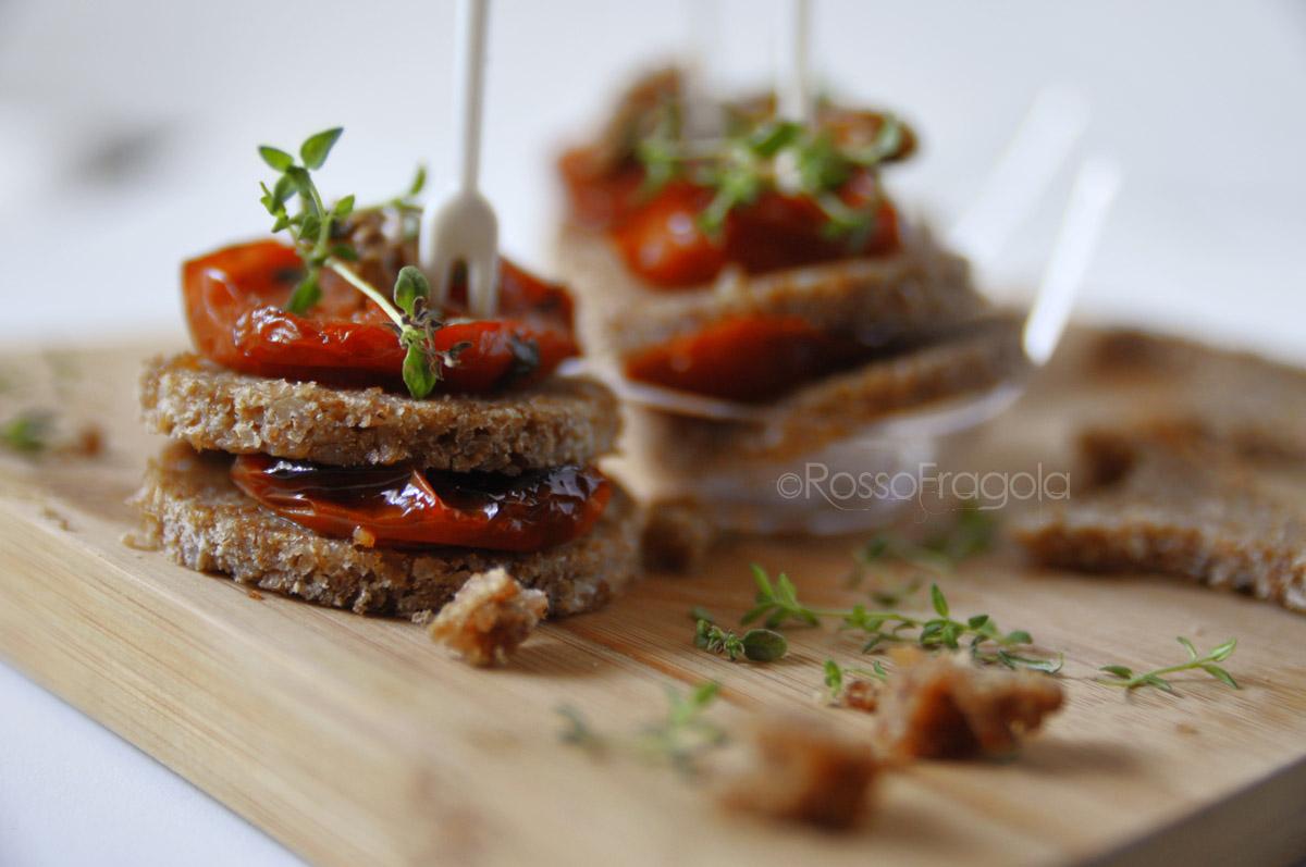 mini torrette con pomodori e noci-