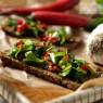 Crostini alla rucola e peperoncini – finger food