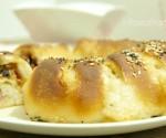Pan briosce ripieno con olive e prosciutto