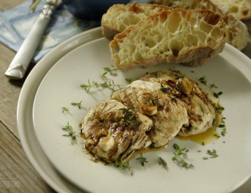 Funghi Champignon grigliati e marinati al timo