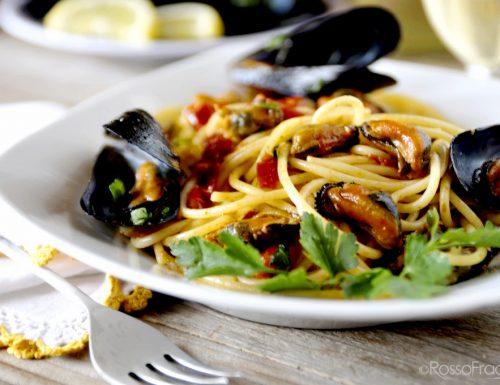 Spaghetti del pescatore con cozze e pomodorini di Pachino