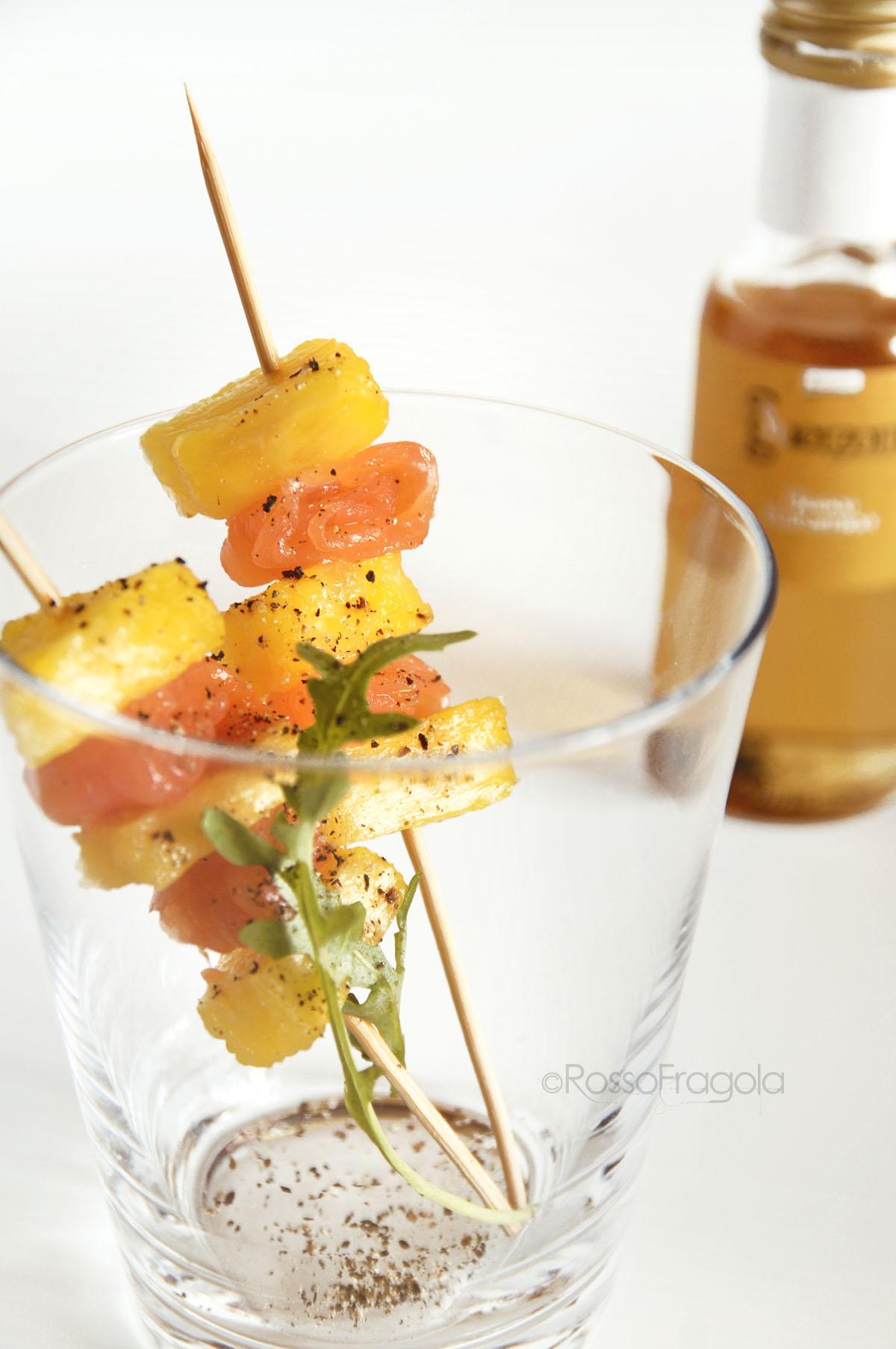 spiedini al salmone e ananas