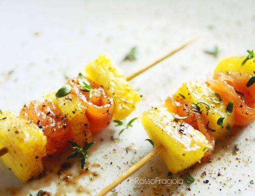 Spiedini al salmone e ananas con rugiada di aceto balsamico