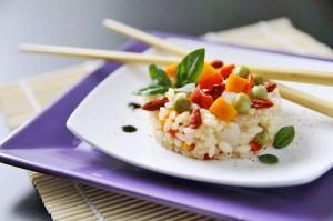 Insalata di riso fatta in casa con bacche di goji