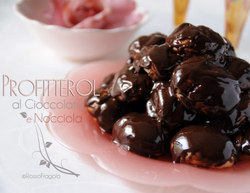 Profiteroles al cioccolato con crema pasticcera alla nocciola