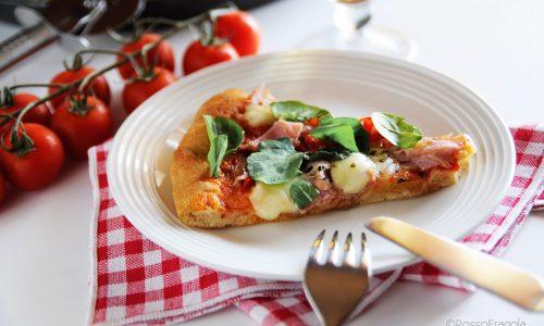 Pizza al  farro in teglia con peperoni e rucola