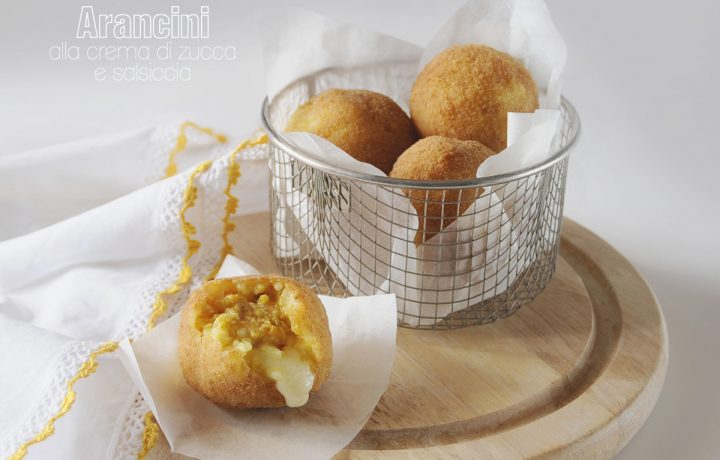 Arancini con crema di zucca e salsiccia