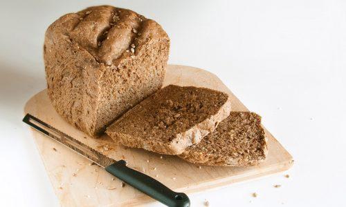 Pane nero con mix di cereali – come prepararlo con la macchina del pane