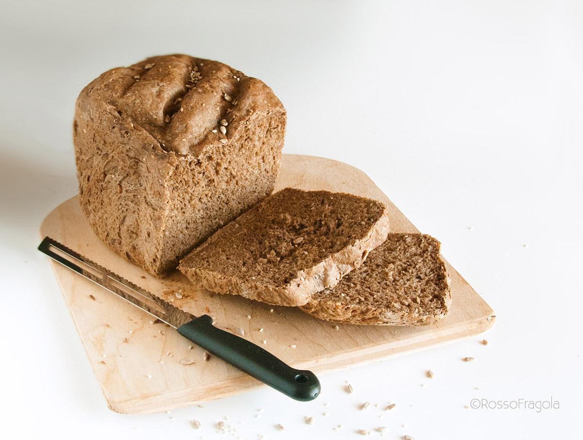 Pane nero con mix di cereali - come prepararlo con la macchina del pane