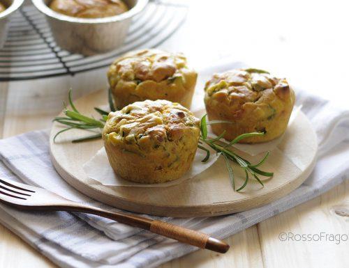 Muffin alla curcuma con zucchine e speck