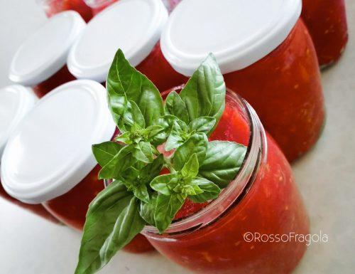 Conserva di pomodoro fresco fatta in casa