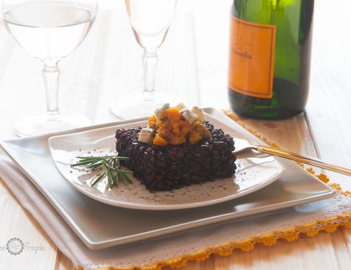 Riso venere con zucca salsiccia e gorgonzola annaffiato allo Champagne