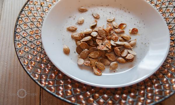Semi di zucca tostati alle spezie – snack sfizioso irresistibile