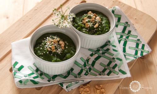 Vellutata di broccoli e patate con noci e sesamo – ricetta veg