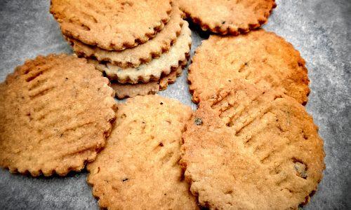 Biscotti frollini al farro e nocciole senza latte nè lievito