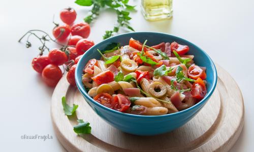 Insalata di pasta fredda con olive rucola e speck… facile e saporita!