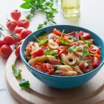 Insalata di pasta fredda con olive rucola e speck... facile e saporita!