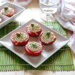 Pomodori ripieni alla mousse di tonno e fiori di cappero