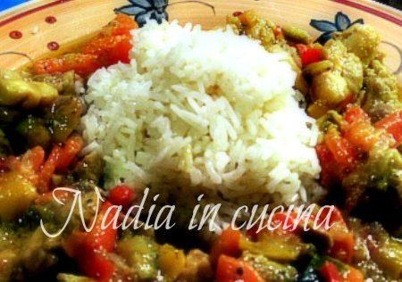 pollo al curry con verdure e riso pilaf