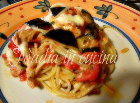 spaghetti al tonno con melanzane e mozzarella