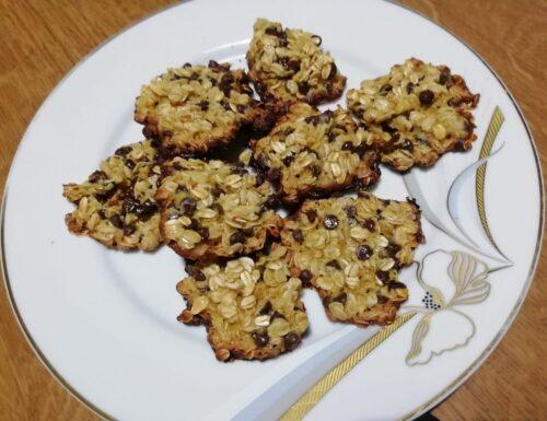 Biscotti con avena, miele e cioccolato