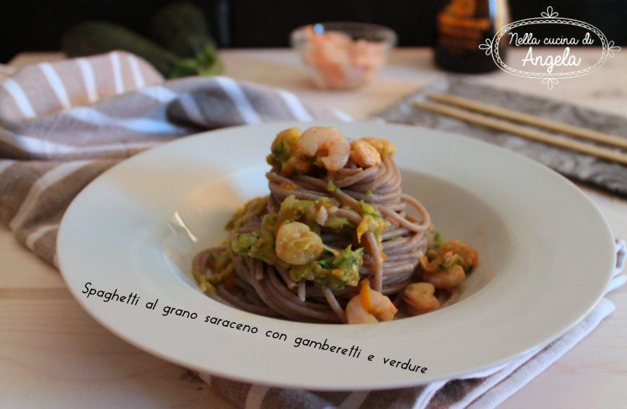 Spaghetti al grano saraceno con gamberetti e verdure