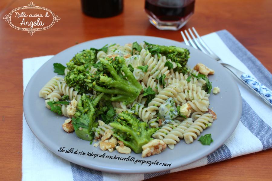 Fusilli di riso integrali con broccoletti gorgonzola e noci