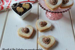 Biscotti di San Valentino con ganache montata