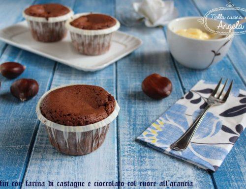 Muffin con farina di castagne e cioccolato con cuore all'arancia