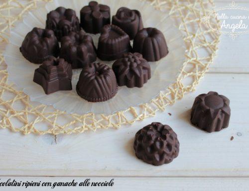 Cioccolatini ripieni con ganache alle nocciole