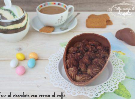 Uovo al cioccolato farcito con crema al caffè