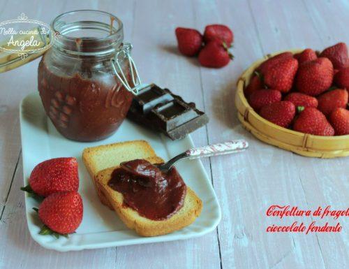 Confettura di fragole e cioccolato fondente