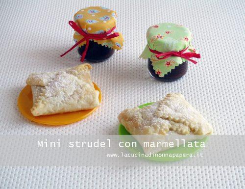 Mini strudel di pasta sfoglia con marmellata