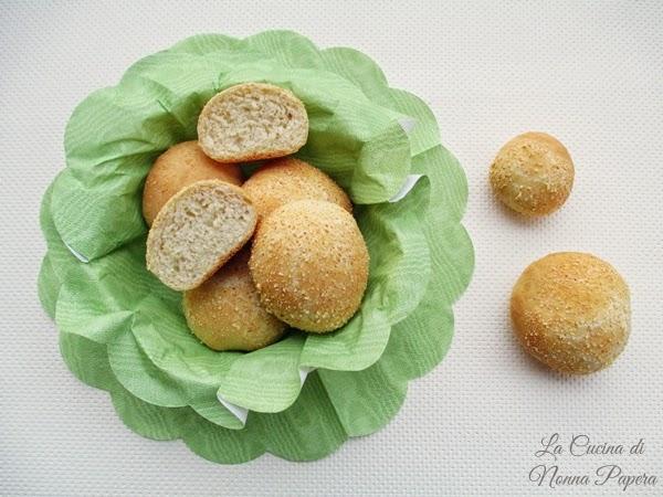 Panini al parmigiano grattugiato