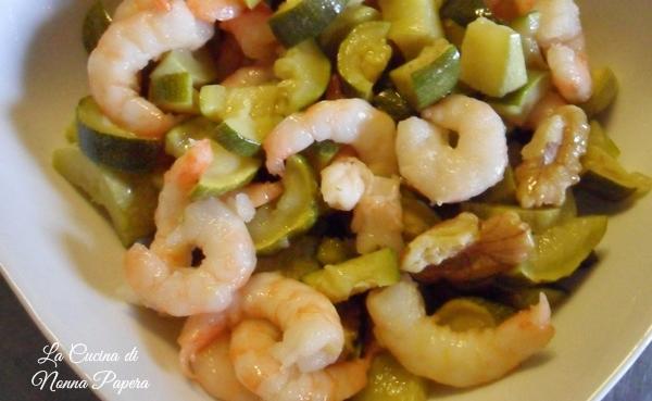 Insalata-di-gamberetti-zucchine-e-noci