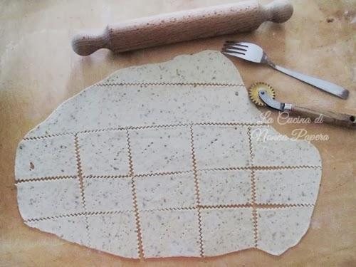 Cracker con resti di  pasta madre