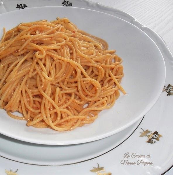 Spaghetti olio origano e pomodoro