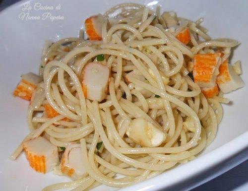 Spaghetti surimi e mandorle