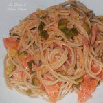 Pasta di riso salmone e zucchine