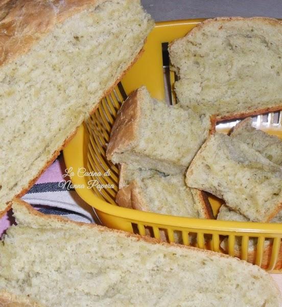 Pane con formaggio caprino