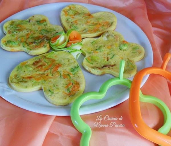 Frittatine con fiori di zucca carote e formaggio