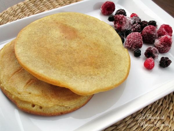 Pancake senza uova con latte di mandorle