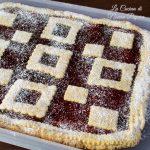 crostata con farina integrale e marmellata di uva