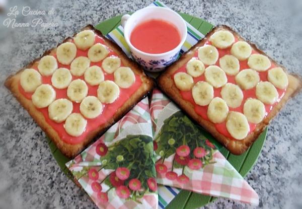 Crostatine con banane e crema rosa