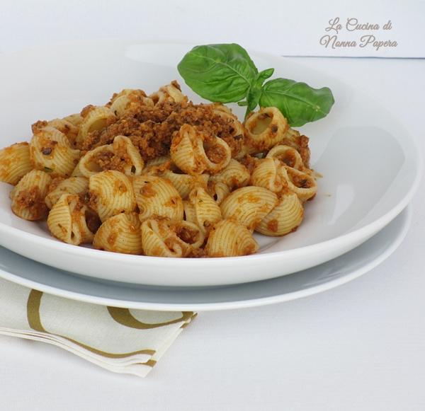 Pasta-crema-melanzane-basilico