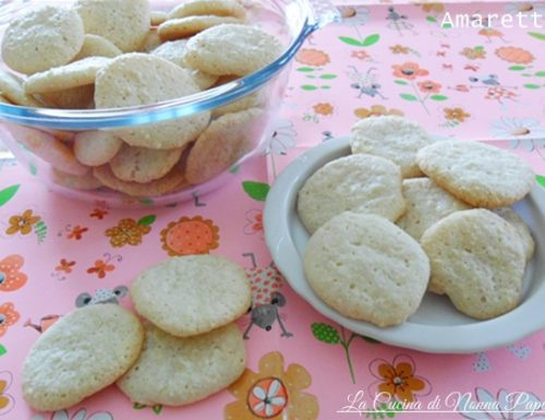Amaretti biscotti alle mandorle