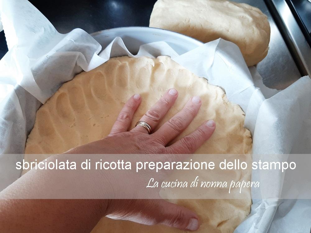 sbriciolata-ricotta-preparazione-stampo