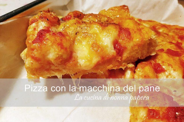 Pizza con la macchina del pane